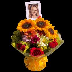 Buquê com girassóis, rosas e flores do campo personalizado