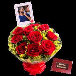 Buquê com 10 rosas naturais personalizado com foto e mensagem de chocolate Cia do Cacau